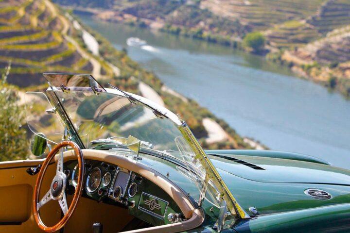 passeio de carros clássicos em portugal e espanha